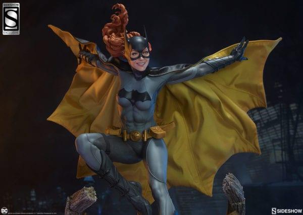 dc-comics-batgirl-premium-format-figure-sideshow-1-600x427