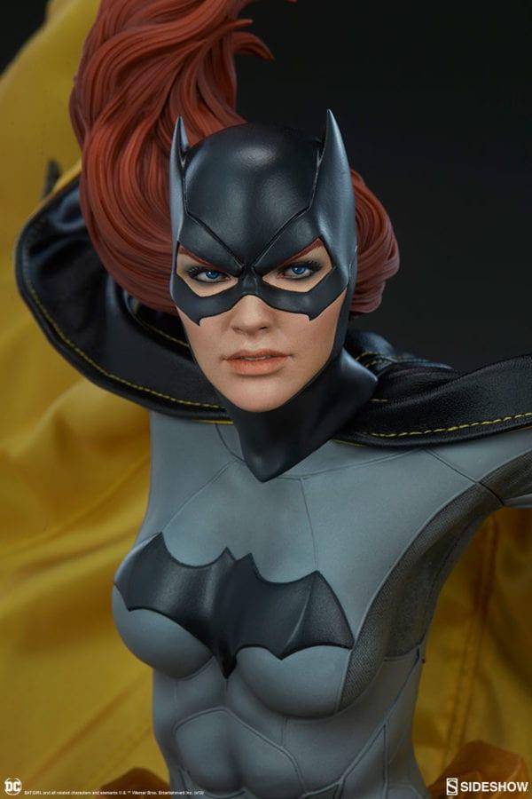 dc-comics-batgirl-premium-format-figure-sideshow-11-600x900