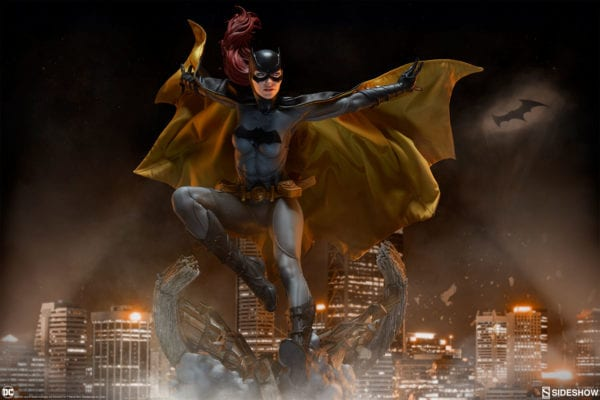 dc-comics-batgirl-premium-format-figure-sideshow-2-600x400