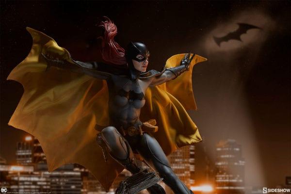 dc-comics-batgirl-premium-format-figure-sideshow-3-600x400