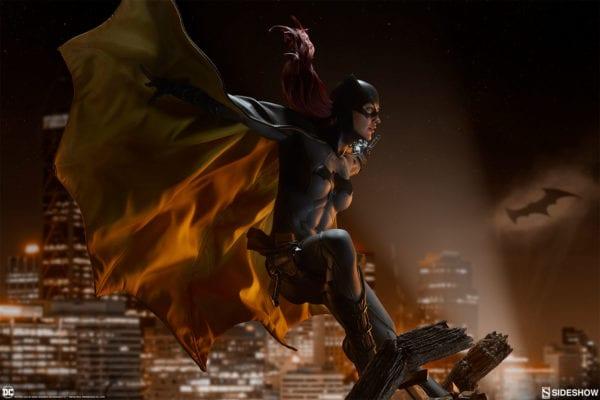 dc-comics-batgirl-premium-format-figure-sideshow-4-600x400