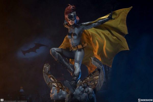 dc-comics-batgirl-premium-format-figure-sideshow-5-600x400