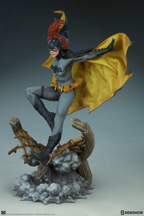 dc-comics-batgirl-premium-format-figure-sideshow-6-600x900