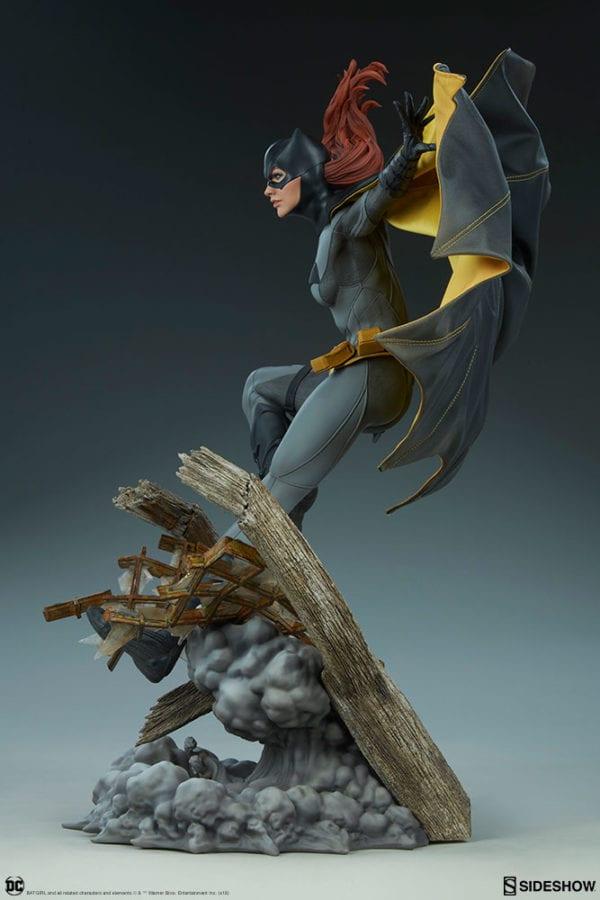 dc-comics-batgirl-premium-format-figure-sideshow-7-600x900