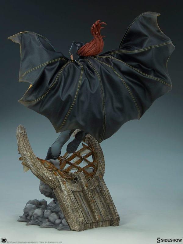 dc-comics-batgirl-premium-format-figure-sideshow-8-600x800