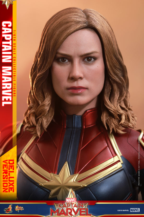 Hot-Toys-Captain-Marvel-Captain-Marvel-collectible-figure-Deluxe-11-600x900