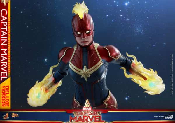 Hot-Toys-Captain-Marvel-Captain-Marvel-collectible-figure-Deluxe-13-600x422