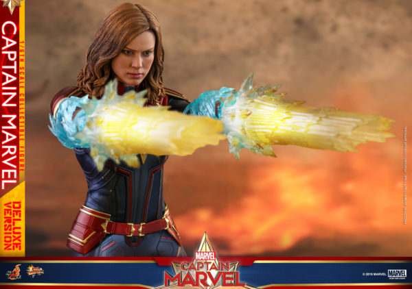 Hot-Toys-Captain-Marvel-Captain-Marvel-collectible-figure-Deluxe-14-600x422