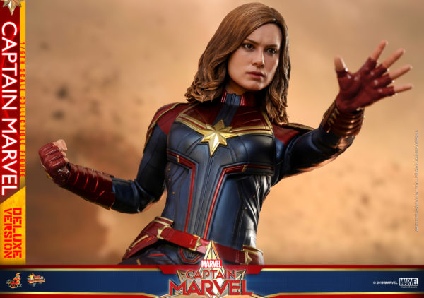 Hot-Toys-Captain-Marvel-Captain-Marvel-collectible-figure-Deluxe-15-600x422