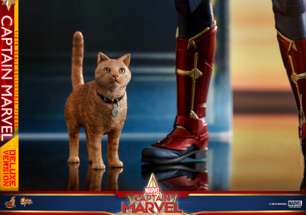 Hot-Toys-Captain-Marvel-Captain-Marvel-collectible-figure-Deluxe-16-600x422