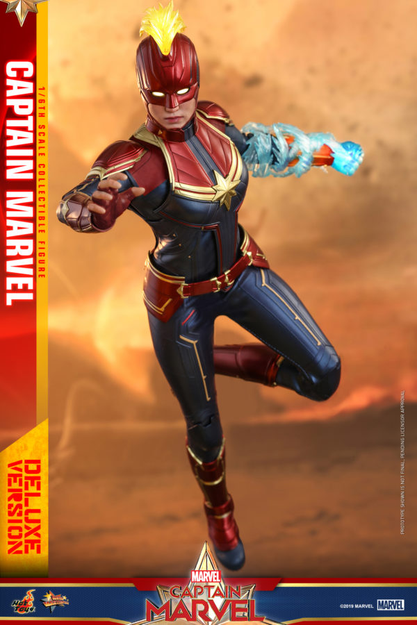 Hot-Toys-Captain-Marvel-Captain-Marvel-collectible-figure-Deluxe-2-600x900