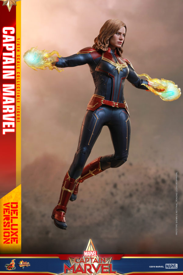 Hot-Toys-Captain-Marvel-Captain-Marvel-collectible-figure-Deluxe-3-600x900