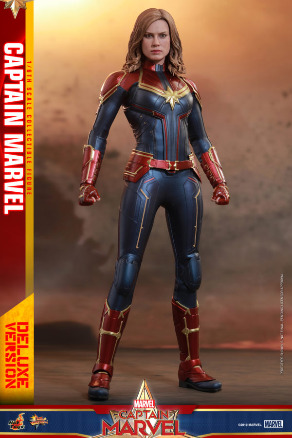 Hot-Toys-Captain-Marvel-Captain-Marvel-collectible-figure-Deluxe-4-600x900