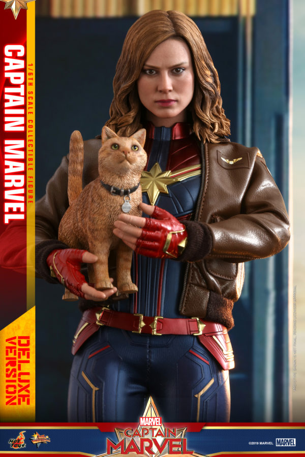 Hot-Toys-Captain-Marvel-Captain-Marvel-collectible-figure-Deluxe-7-600x900