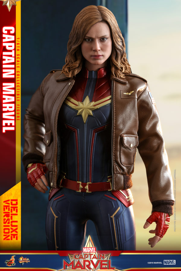 Hot-Toys-Captain-Marvel-Captain-Marvel-collectible-figure-Deluxe-8-600x900