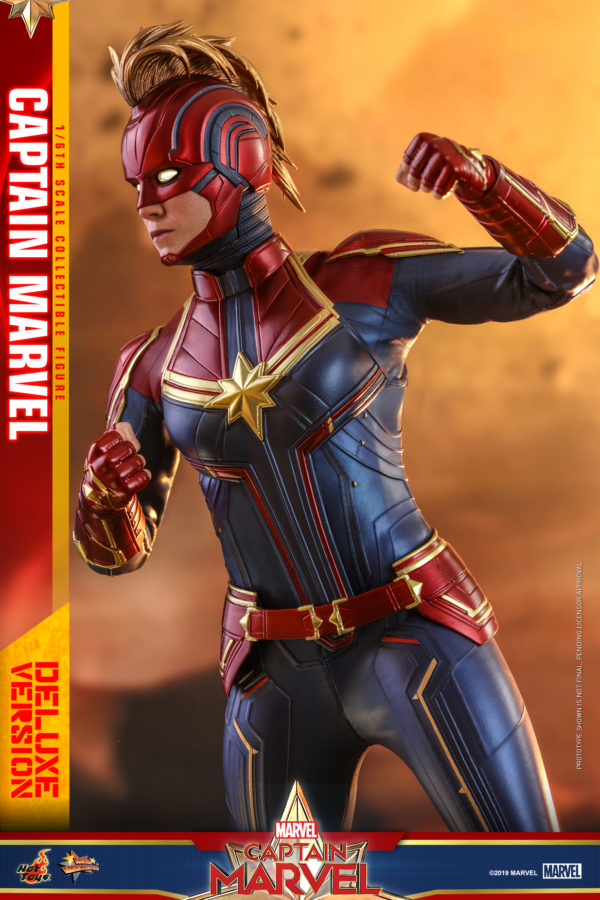Hot-Toys-Captain-Marvel-Captain-Marvel-collectible-figure-Deluxe-9-600x900