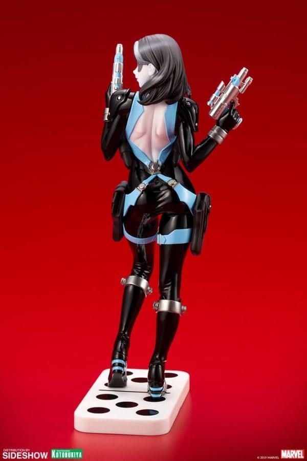 Domino-Kotobukiya-statue-3-600x900