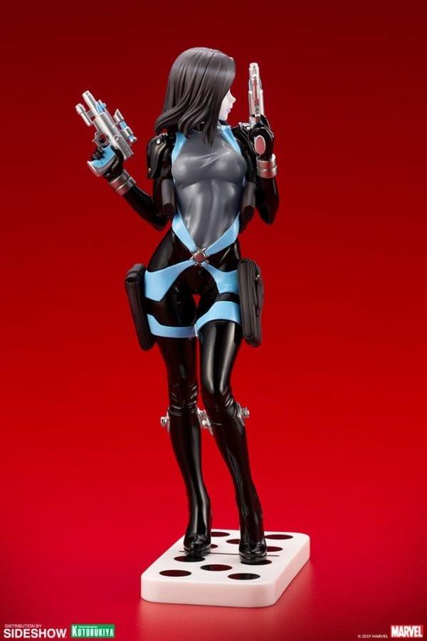 Domino-Kotobukiya-statue-5-600x900