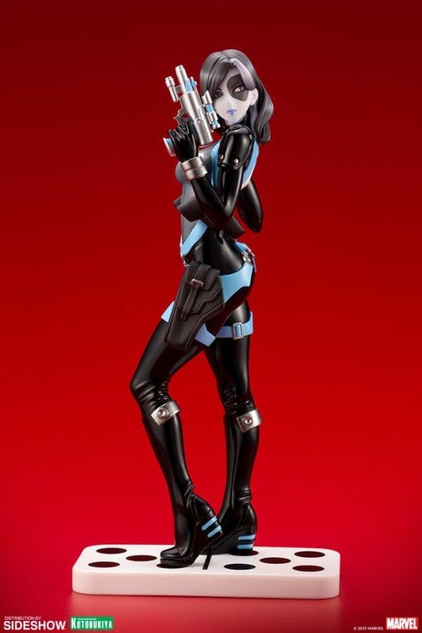 Domino-Kotobukiya-statue-6-600x900