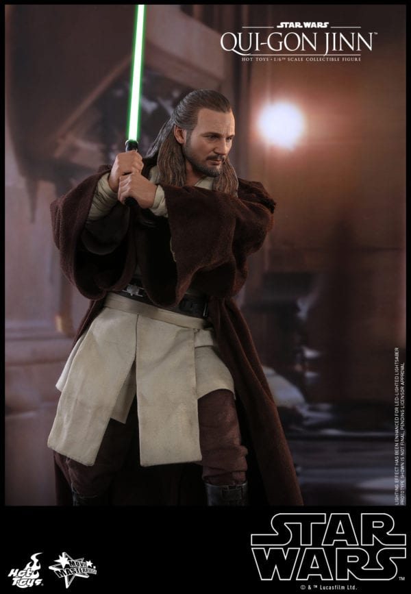 Hot-Toys-Star-Wars-Qui-Gon-Jinn-collectible-figure-4-600x867