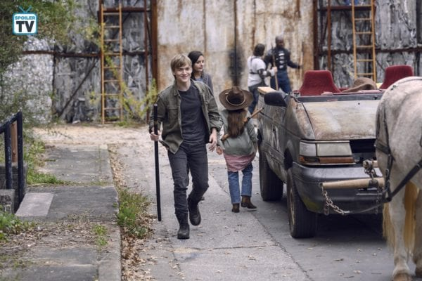 The-Walking-Dead-915-13-600x400