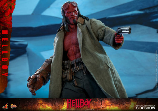 Hellboy-Hot-Toys-statue-1-600x422
