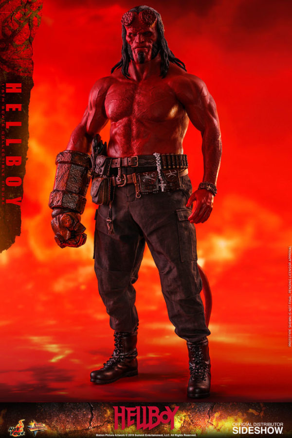 Hellboy-Hot-Toys-statue-4-600x900