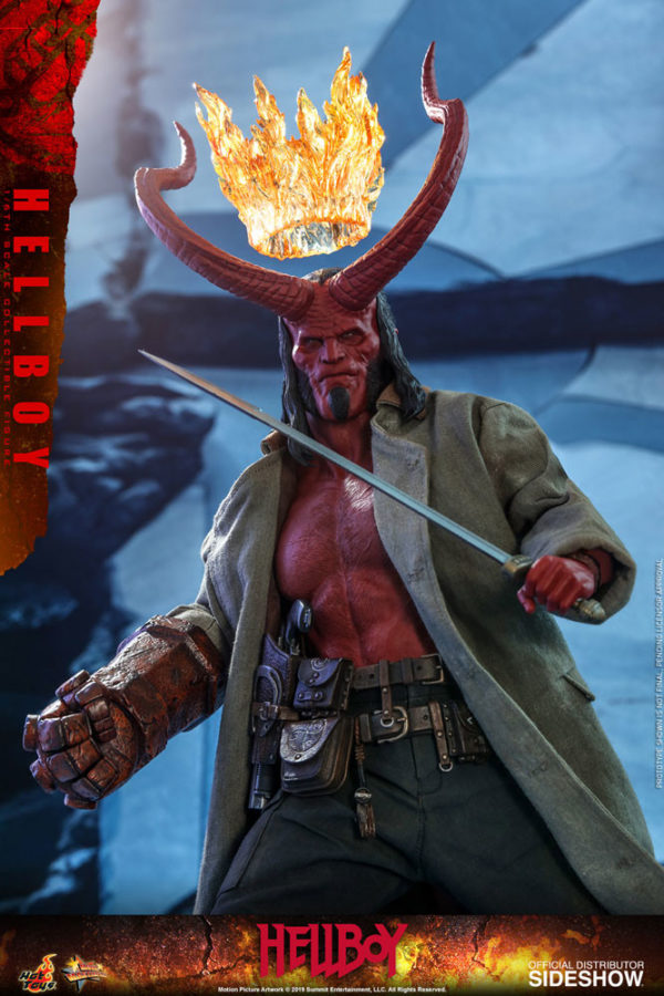 Hellboy-Hot-Toys-statue-6-600x900
