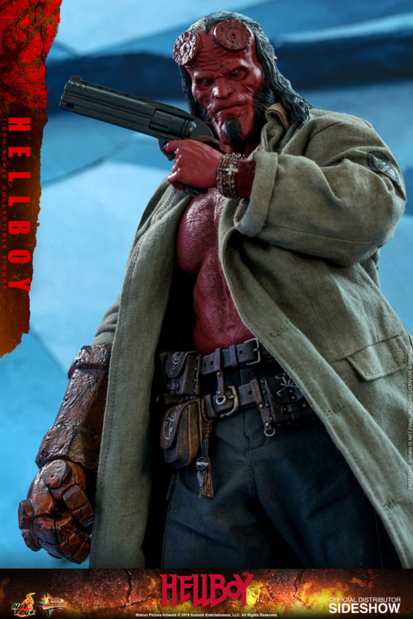 Hellboy-Hot-Toys-statue-7-600x900