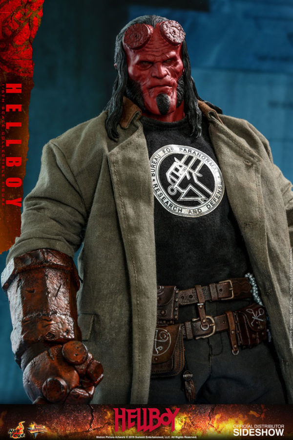 Hellboy-Hot-Toys-statue-8-600x900