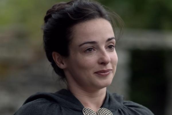 Outlander-_-Meet-The-Frasers-_-STARZ-1-47-screenshot-600x403