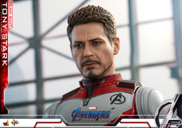 Hot-Toys-Tony-Stark-Team-Suit-collectible-figure-4-600x422