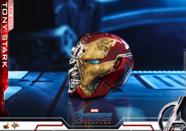 Hot-Toys-Tony-Stark-Team-Suit-collectible-figure-7-600x422