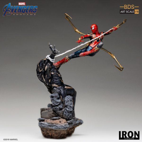 Iron-Studios-Iron-Spider-vs-Outrider-1-600x600