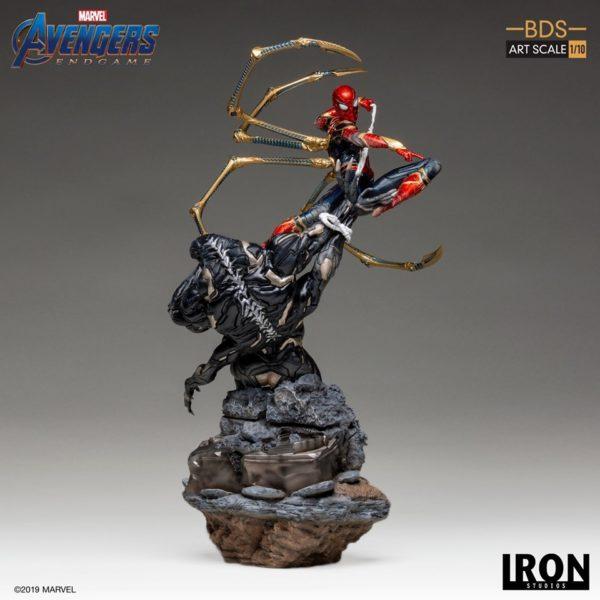 Iron-Studios-Iron-Spider-vs-Outrider-2-600x600