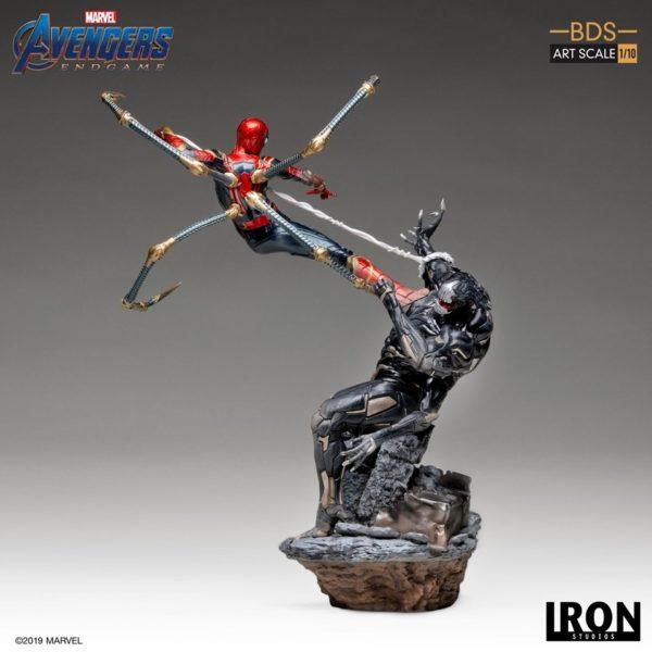 Iron-Studios-Iron-Spider-vs-Outrider-3-600x600