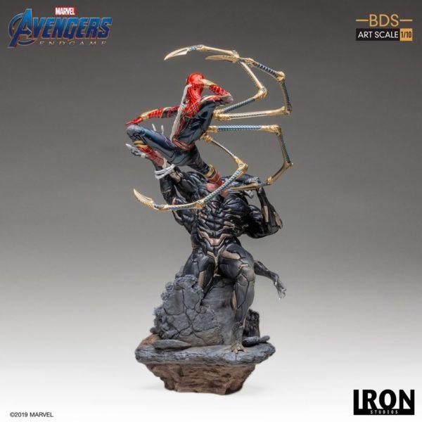 Iron-Studios-Iron-Spider-vs-Outrider-4-600x600