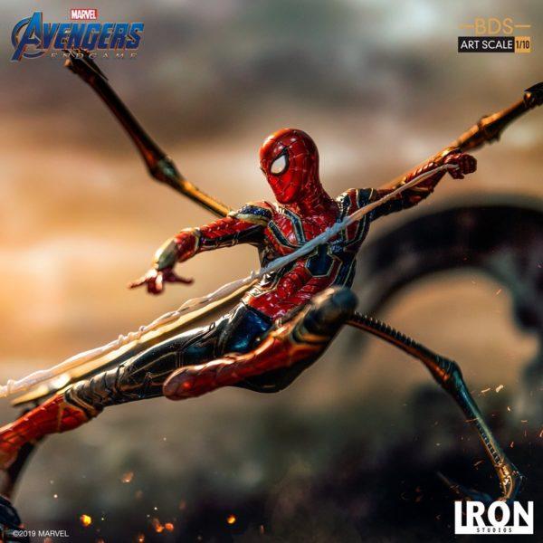 Iron-Studios-Iron-Spider-vs-Outrider-5-600x600