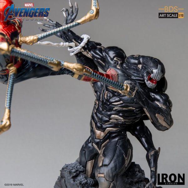 Iron-Studios-Iron-Spider-vs-Outrider-6-600x600