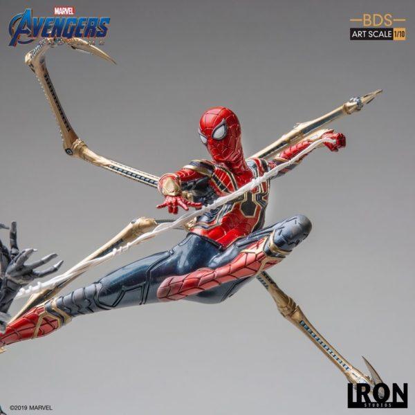 Iron-Studios-Iron-Spider-vs-Outrider-7-600x600