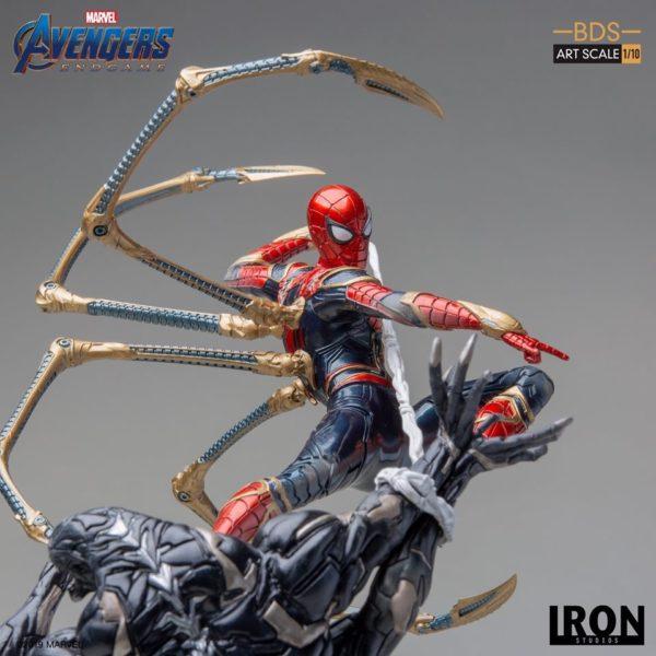Iron-Studios-Iron-Spider-vs-Outrider-8-600x600
