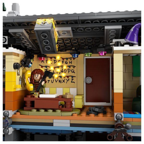 LEGO-Stranger-Thing-Upside-Down-10-600x600