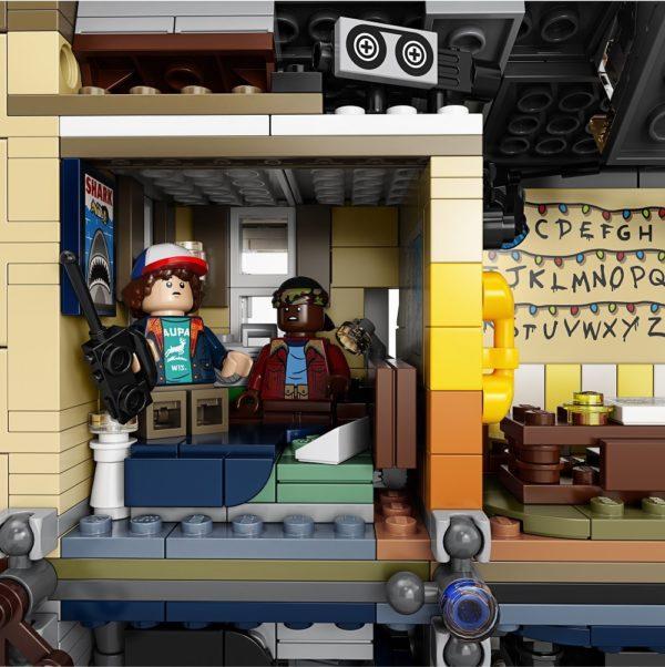 LEGO-Stranger-Thing-Upside-Down-5-600x602