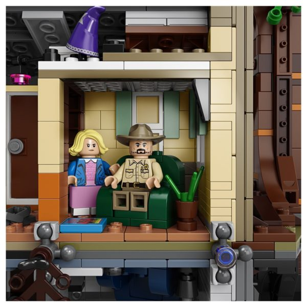 LEGO-Stranger-Thing-Upside-Down-7-600x600