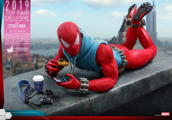 Hot-Toys-Marvel-Spider-Man-Spider-Man-Scarlet-Spider-Suit-collectible-figure_PR1-600x422