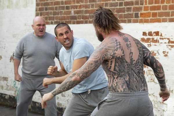 Scott-Adkins-prison-fight-Avengement-600x400