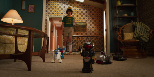 Stranger-Things-s3-images-9-600x300