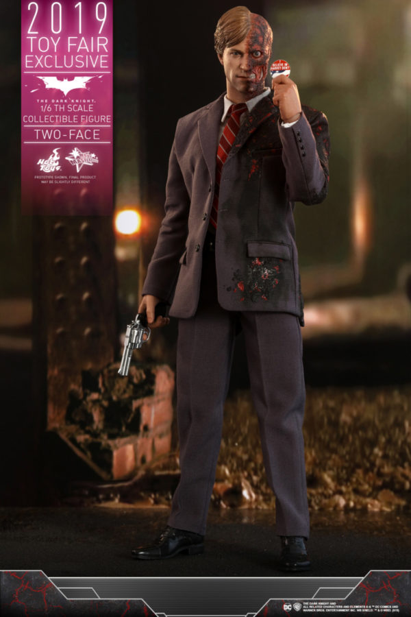 Hot-Toys-TDK-Two-Face-collectible-figure_PR1-600x900