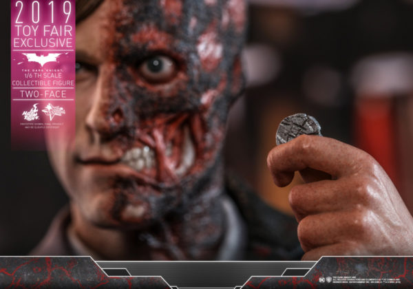 Hot-Toys-TDK-Two-Face-collectible-figure_PR13-600x420