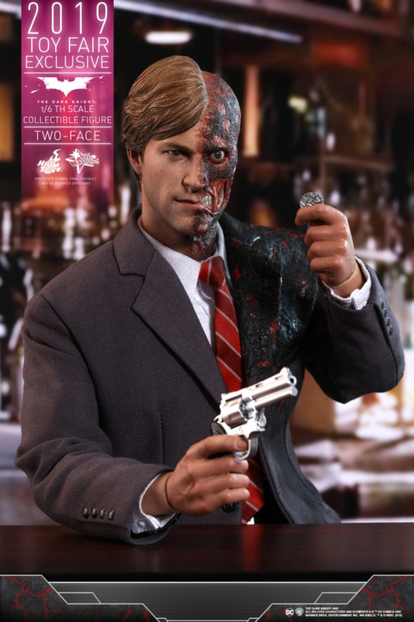 Hot-Toys-TDK-Two-Face-collectible-figure_PR15-600x900